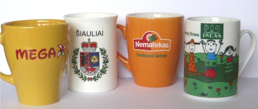 Puodeliai su logotipu
