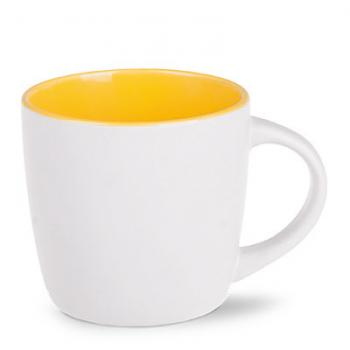 Puodelis geltonu vidumi